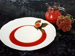 Panna-Cotta mit Erdbeerpüree©Christine Meyer