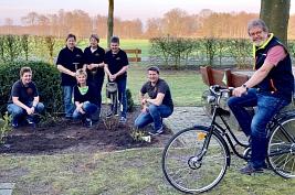 Karsten Heineking mit Mitglieder vom LFV Uchte u. Dorfverein