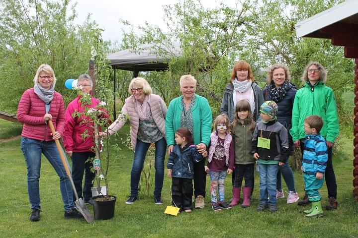 2019.04.27 Bienenfreundliche Pflanzaktion in KITAs©LFV Wietzen, EM