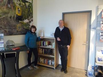 neues Bücherregal bei Deterding©LFV Pennigsehl-Mainsche