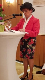 Begrüßung mit Hut von Christa Knipping