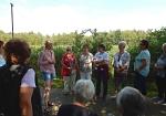 Sylke Herse erläutert den Aufbau und die Weiterentwicklung der Geschäftsidee Bickbeern in Brokeloh.