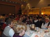 voller Saal bei der Weihnachtsfeier